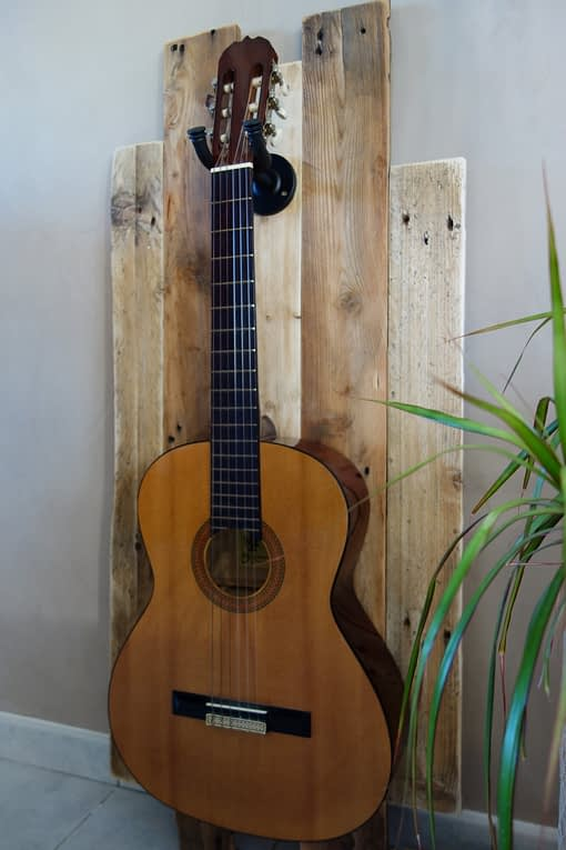 support guitare-mural-bois-decoration-pas de calais (6)